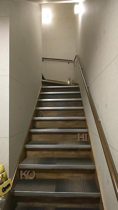 コヒヤマダンススクール階段画像